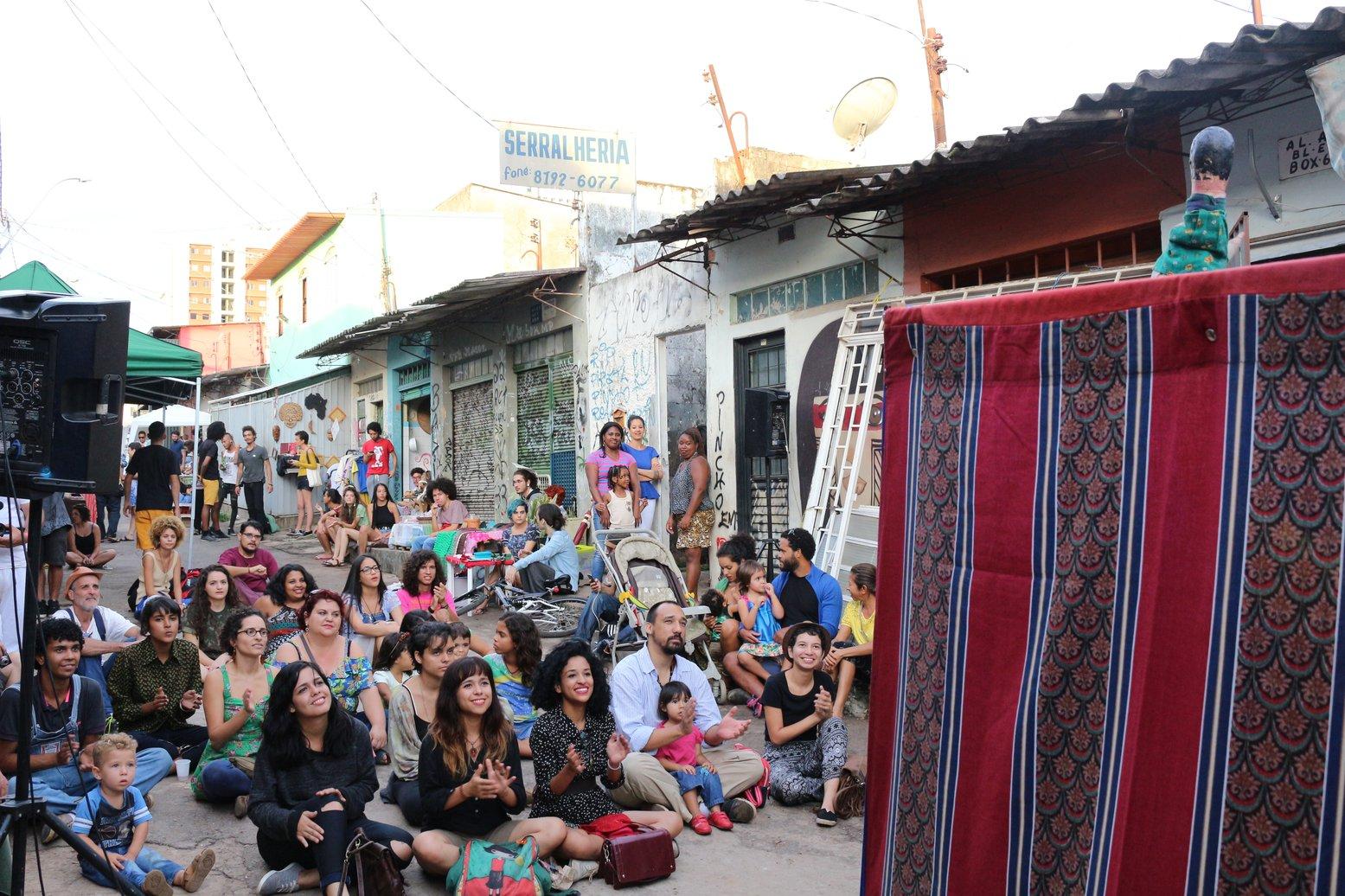Teatro na rua organizado pelo movimento Mercado Sul Vive. Foto: Webert da Cruz